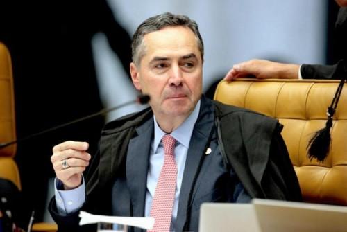 [Barroso exige provas de Bolsonaro sobre fraudes nas eleições:]